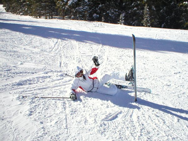 Jing waving after fall on skiis